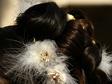 Esk�v�i, menyasszonyi frizura, tollal disz�tve