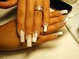 Esküvői műköröm kristályokkal